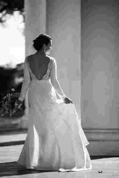 Best Professional Luxury Dream Photography Classic Outdoor B&W Bride Portrait at Houmas House Plantation Louisiana Photo 93